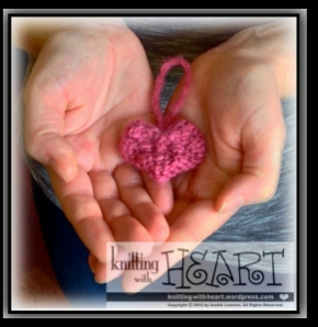 how to make a heartfelted Bramble❤tini loop ornament ||| Knitting With Heart